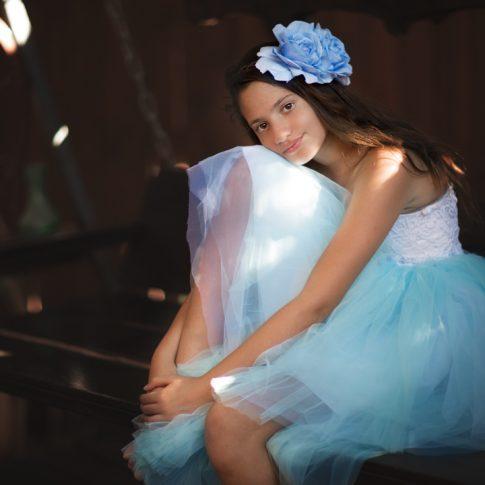 אלה בוק בת מצווה שמלה כחולה