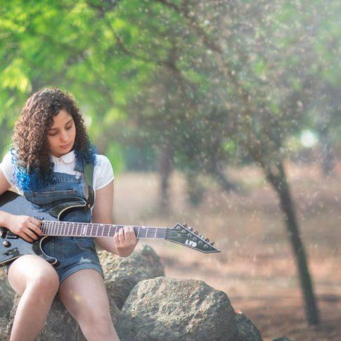 בוק בת מצווה אביגיל גיטרה