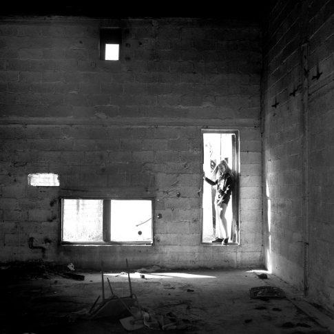 בוק בת מצווה בחדר הרוס
