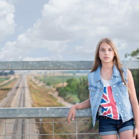 בוק בת מצווה מעל מסילת הרכבת