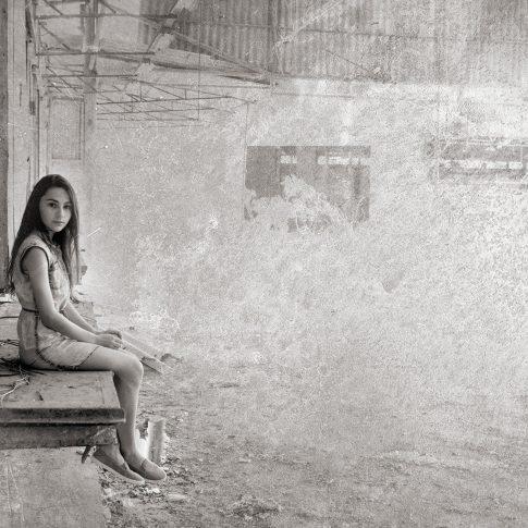 בוק בת מצווה של שירה בבניין נטוש