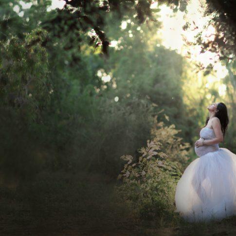 לבנת צילומי הריון ביער