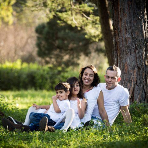 צילום משפחה בחורשה