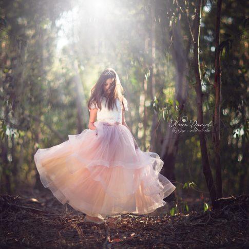 צילומי בוק בת מצווה של אליה בשמלה ורודה