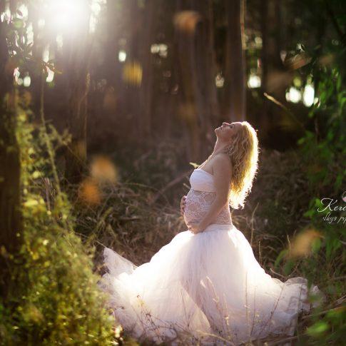 צילומי הריון ביער באזור השרון