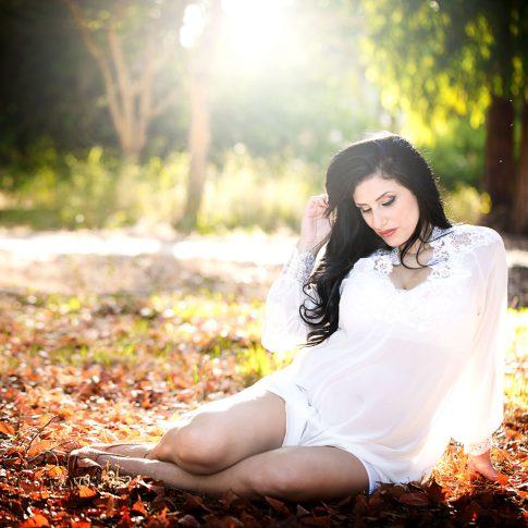 צילומי הריון בסתיו בחורש בשרון