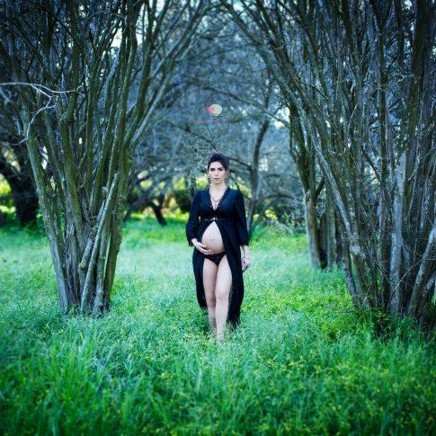 צילומי הריון ביער באביב