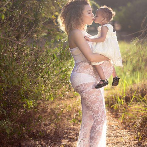 צילום הריון בטבע עם הילדים