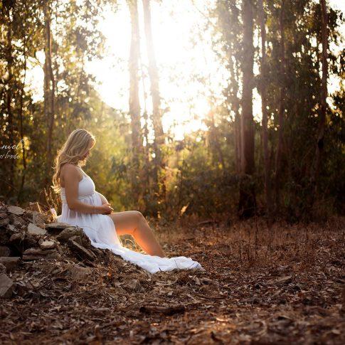 צילומי הריון בשקיעה בטבע