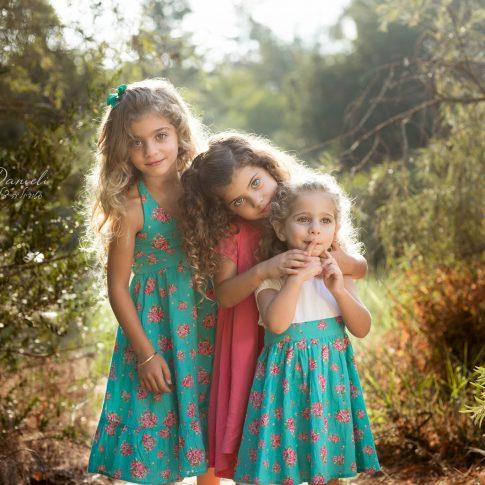 צילומי ילדים בחורשה שלוש אחיות