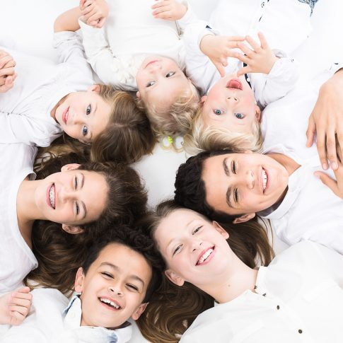 צילומי משפחה בסטודיו כל הילדים מהמשפחה המורחבת