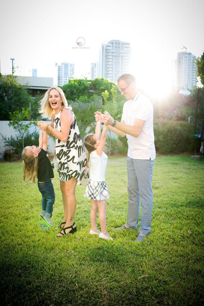צילומי משפחה בחצר