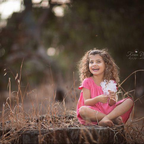 צילום ילדים בחורשה בקיץ