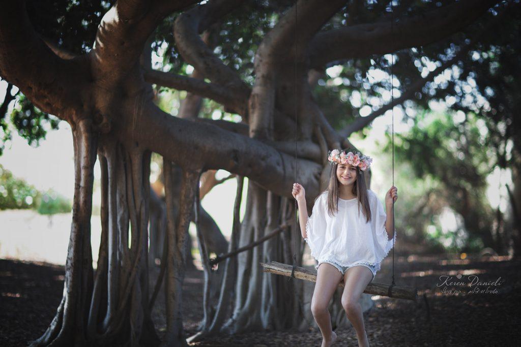 בוק לבת מצווה של אליה ביער עם נדנדה